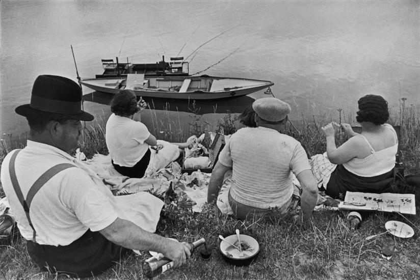 sfmoma-hcb-03-near-juvisy-1938